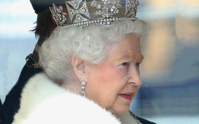queen-elizabeth-wearing-crown-ftr